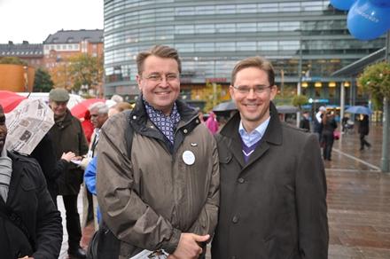 Matti Niiranen ja pääministeri Jyrki Katainen vaalikentillä Helsingissä lokakuussa 2012.