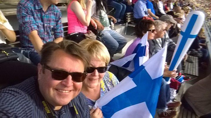 Stadikalla. Suvin kanssa yleisurheilun EM-kisojen katsomossa 1.7.2012. Kuva © Matti Niirasen arkisto