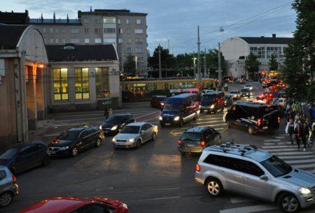 Joukkoliikenne ja hyvä liityntäpysäköinti auttavat torjumaan ruuhkamaksuja